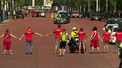 Greenpeace protesters block Boris Johnson's motorcade