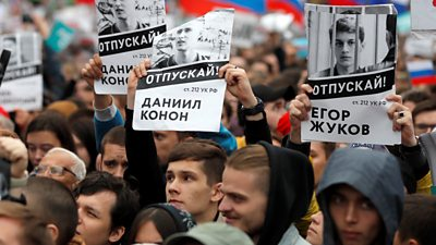 Protesters hold images of those leaders detained by the Russian government on 10 August 2019