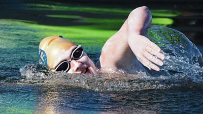 Sarah Thomas swimming