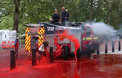 Extinction Rebellion's plan to spray 1,800 litres of fake blood on the treasury did not get off to the best start