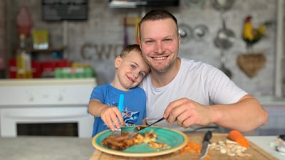Cody, 3, and his dad have been cooking for homeless shelters like the one that helped them.