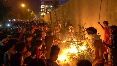 Iraqi protesters start a fire outside the Iranian consulate in the holy city of Karbala (3 November 2019)