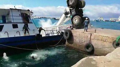 Oil barge sinks