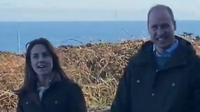 The Duke and Duchess of Cambridge stopped to have a natter with some locals who were also out for a walk in Howth, near Dublin.