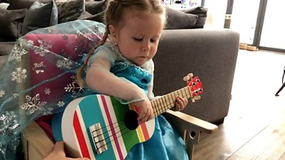Music therapy online for children at higher risk of coronavirus