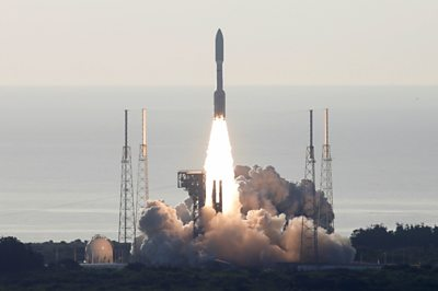 Booster rocket for Nasa Moon missions given critical test thumbnail