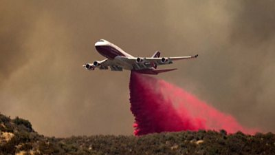 Plane tackling fires