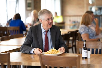 Mark Drakeford visits chip shop