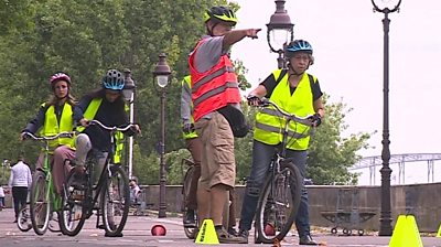 Learning to cycle in the heart of Paris