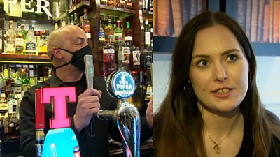 Pubs and restaurants in central Scotland will not reopen until 25 October at the earliest.