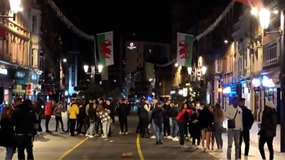 Crowds on St Mary Street in Cardiff ahead of Friday's firebreak lockdown