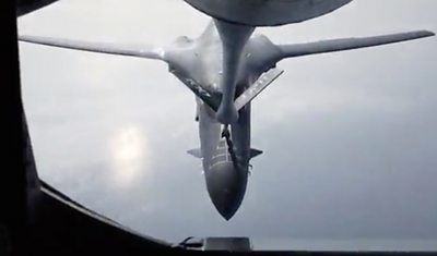 US military plane refuelling
