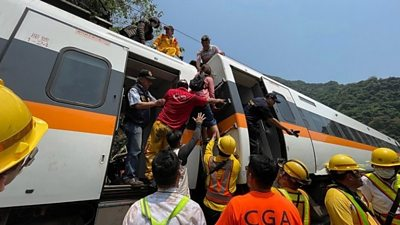Taiwan: Rescue efforts after the train pulled out