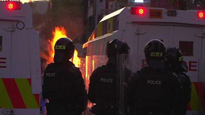 Petrol bombs thrown in Belfast riot