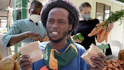 People holding Skhaftin produce