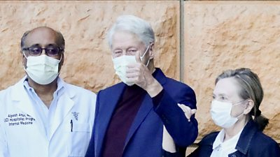 Bill Clinton gives the thumbs up outside hospital, 17 October 2021