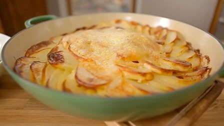 Tartiflette with bacon fat salad