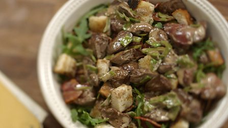 Flambéed chicken liver salad
