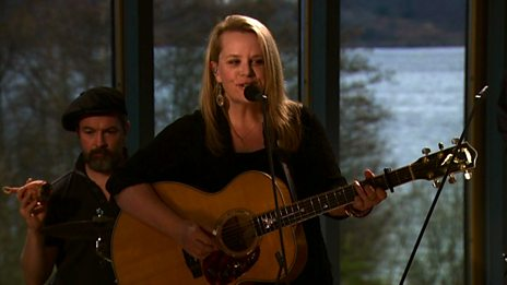 Mary Chapin Carpenter performs 'I Have a Need For Solitude'