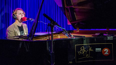 Tom Odell - Mona Lisas & Mad Hatters, Live in Radio 2's Piano Room