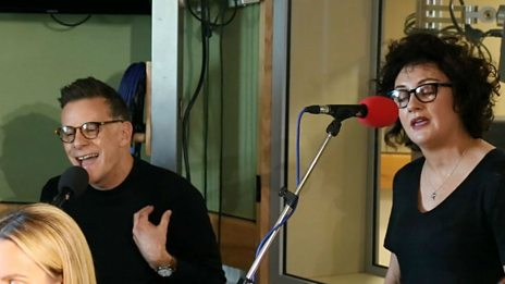 Watch Deacon Blue perform Dolly Parton's Jolene