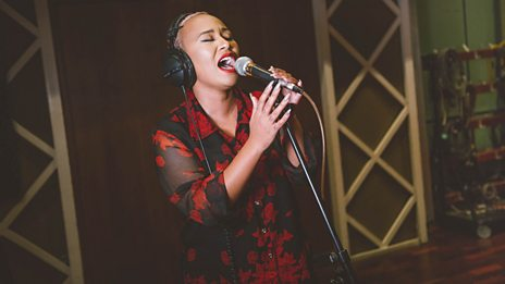 Emeli Sande covers Dolly Parton's Jolene.