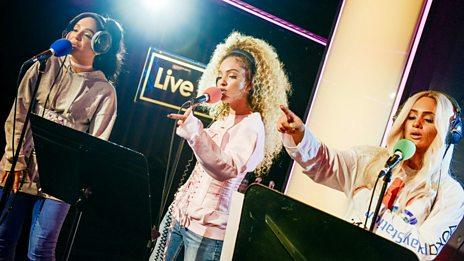 Live Lounge - M.O