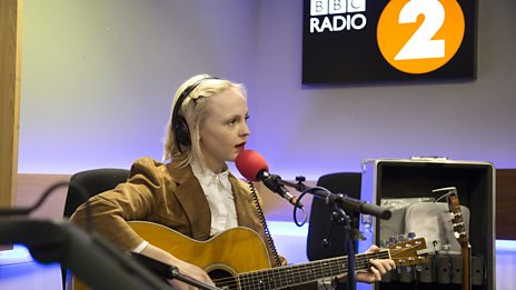 Laura Marling performs 'Wild Fire'