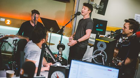 Watch James Blunt perform I Can't Feel My Face