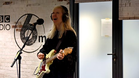 Amber Arcades live in session
