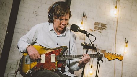 Watch Thurston Moore perform Sonic Youth's classic track 100%