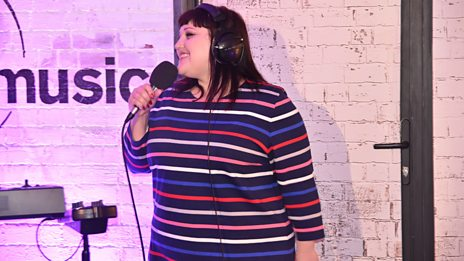 Watch Beth Ditto perform Oo La La