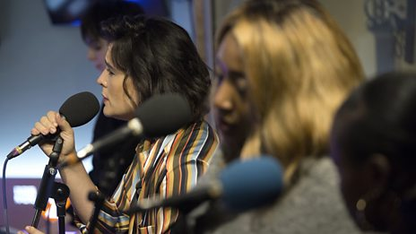 """Jessie Ware performs a stripped-back """"Alone"""""""
