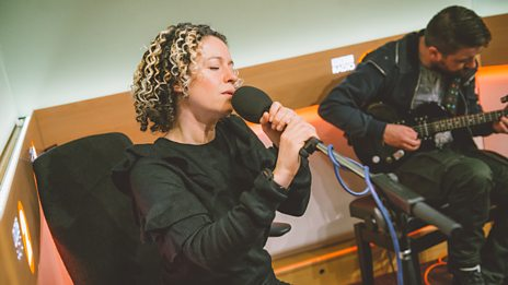 """Kate Rusby performs a breathtaking cover of The Cure's """"Friday I'm In Love"""""""