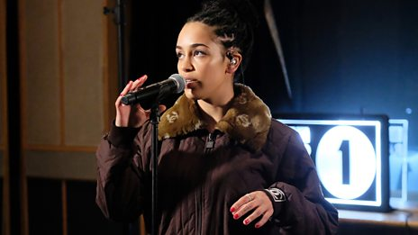 Jorja Smith covers No Scrubs in her Biggest Weekend warm up gig