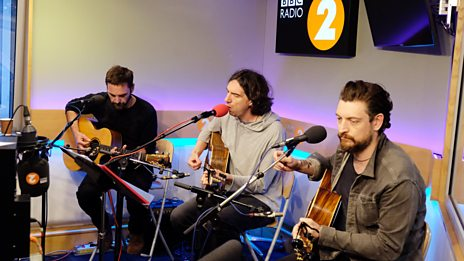 Snow Patrol perform their sensational single 'Don't Give In'