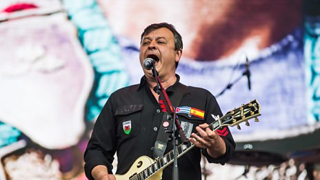 Manic Street preachers perform the powerful, all-conquering International Blue