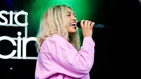 Mahalia - Proud Of Me (Biggest Weekend 2017)