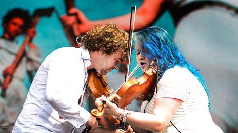 Eliza Carthy & The Wayward Band perform Fade and Fall (Love Not)