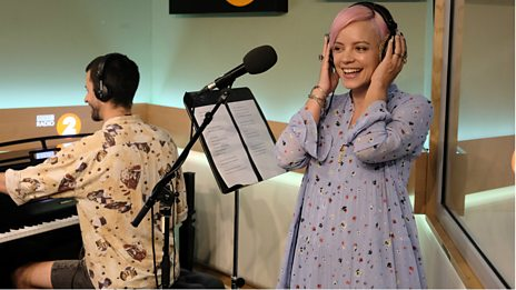 Lily Allen stuns singing 'Lost My Mind'