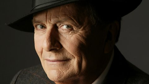 barry humphries son