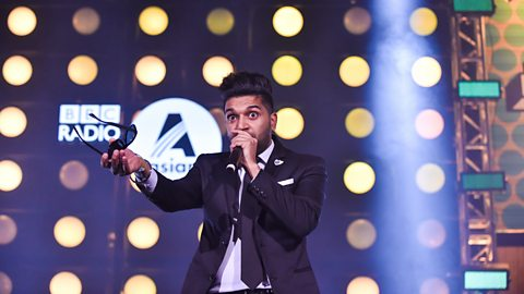 Watch Guru Randhawa perform Suit in his seriously sharp suit!