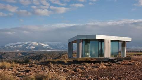 The glass house designed for the desert