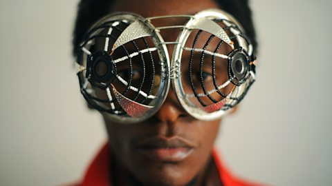 Amazing spectacles sculpted from scrap