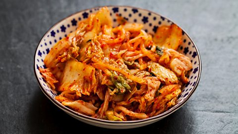 What gives kimchi its unusual flavour?