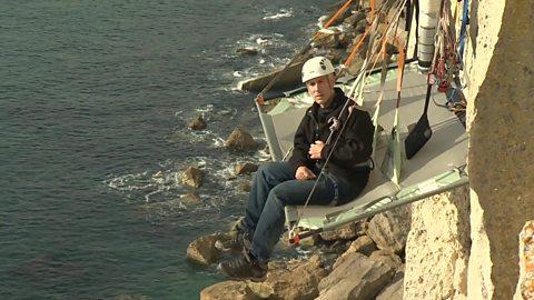 Camping on a cliff edge 悬崖上的露营体验