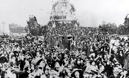 Crowds celebrate the end of World War One outside Buckingham Palace in London
