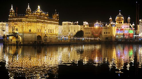 Golden Temple lit up for Bandi Chhor Divas