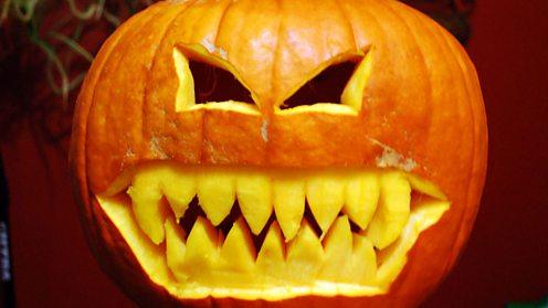 Carved jack-o'-lantern