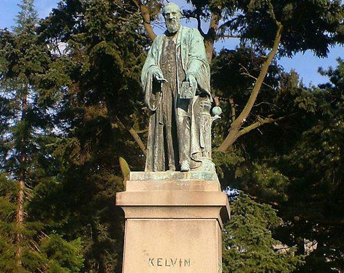 800px-Lord_Kelvin,_Botanic_park_Belfast_cropped2.jpg